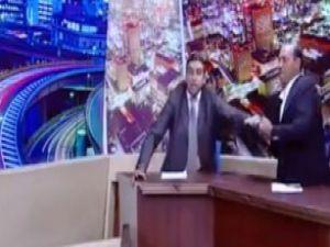 Milletvekili canlı yayında silah çekti! Video