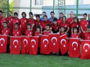 Erciyessporlu Futbolculardan Şehitlere Anlamlı Saygı