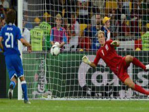 Dünya Pirlo'nun penaltısını konuşuyor!