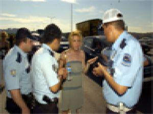 Cicişler polisler Bana Elliyor