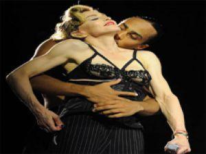 Madonna'dan İsrail'de cesur performans!