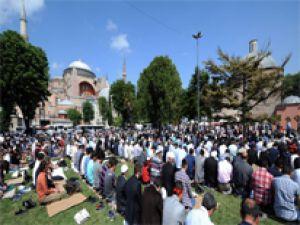 Ayasofya'da On Binler Namaz Kıldı!