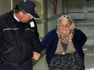 Kayseri'de Alkolük Evlat 80 Yaşındaki Anasına Dayak attı