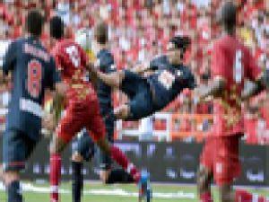 Radamel Falcao yılın golünü attı / VİDEO