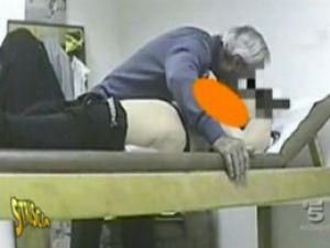Tacizde yakalanan doktor çıldırdı-Video