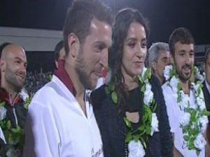 Şampiyonluk kutlamasında evlilik teklifi video