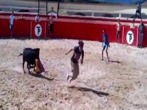 Mehmet Topal'ın Arena'da zor anları  Boğa Kovaladı- VİDEO