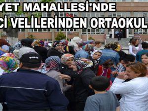 HÜRRİYET MAHALLESİ'NDE ÖĞRENCİ VELİLERİNDEN ORTAOKUL İSYANI