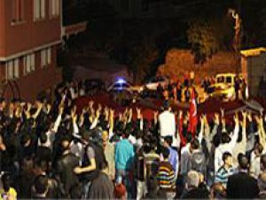 Ankara Şehidine Ağlıyor