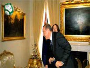 Başbakan Erdoğan Topa Kafa Vurdu - Video