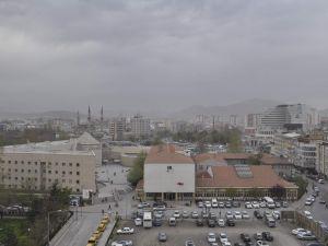 KAYSERİ'Yİ TOZ BULUTU SARDI