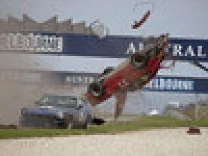 Porsche 911 Yarışta Böyle Uçtu! Video