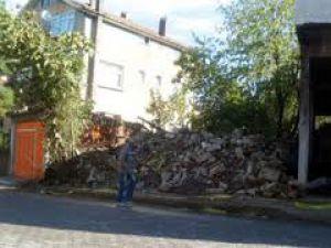 Kayseri'de Şiddetli Lodos Ağaçları Söküp Çatıları Uçurdu