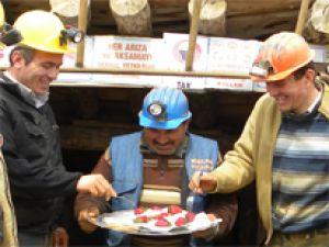 Develi'de Maden İşçilerine Çavuştan  Doğum Günü Pastası
