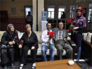 Avrupa Hastanesi Yaşlıları Unutmadı/Foto Galeri