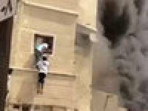 Alevlere Aldırış Etmeden Çocuğu Kurtardı/ Video