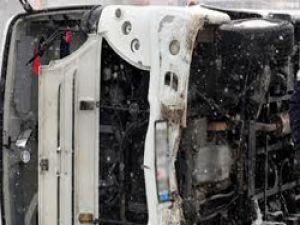 Balıkesir'de öğrenci midibüsü devrildi: 3 ölü, 17 yaralı
