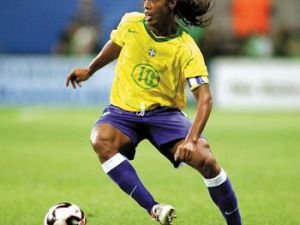 Ronaldinho attı spiker çıldırdı-VİDEO