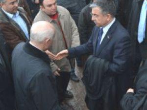Bakan Yılmaz Tarihi Camide Namaz Kıldı
