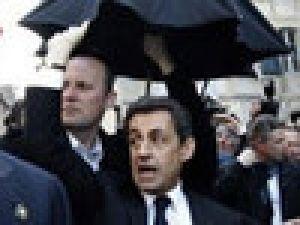 Sarkozy'ye yumurtalı saldırı VİDEO