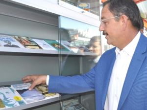 Kayseri Tramvay Yolcularına 'Kitap Jesti'