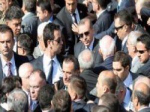 Kösoğlu cenaze töreninde arbede Başkan'da oradaydı