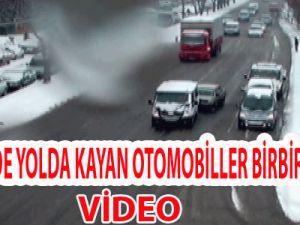 KAYSERİ'DE YOLDA KAYAN OTOMOBİLLER BİRBİRİNE GİRDİ VİDEO