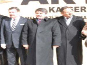 Tanrıverdi: Bir Bizim Belediye Başkanlarımıza Bakın Bir de İzmir, Diyarbakır, Adana'ya