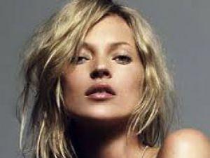 Ünlü Top Model Kate Moss Felç Geçirdi