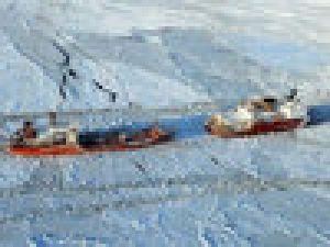 Buz Tutan Denizde 21 Gemi Mahsur /Video