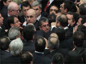 Meclis'te yumruklar konuştu/Foto Galeri