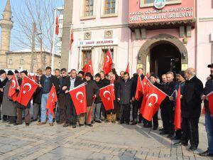 KAYSERİ'DE ŞEHİT YAKINLARI VE GAZİLER HDP BİNASINA YÜRÜDÜ