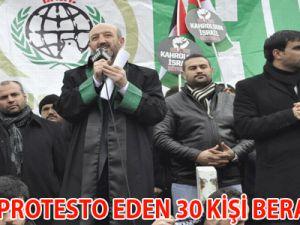 İSRAİL'İ PROTESTO EDEN 30 KİŞİ BERAAT ETTİ