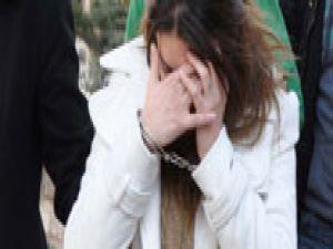 Hırsızlık zanlısı kadın son model araçla yakalandı