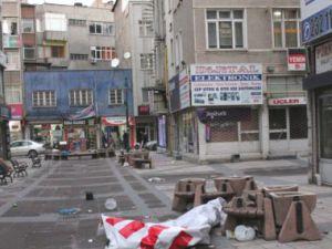 Kayseri'de Rüzgar Reklam Tabelalarını Uçurdu 2 Yaralı