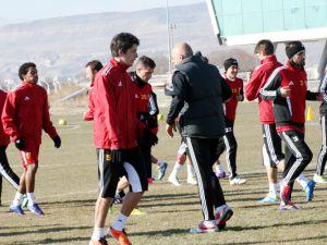 Kayserispor, Pazar günü oynayacağı maç için bugün Antalya'ya gidiyor.