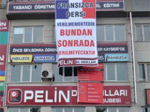 Kayseri'de özel yabancı dil okulu Fransızca eğitimi kaldırdığını duyurdu
