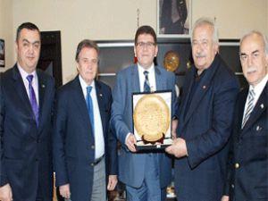 Türk Kızılayı Kayseri Şubesi'nden KAYSO Başkanı Boydak'a plaket