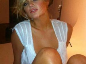 Ünlü model  Kate Upton   Twitter'a Açıldı Saçıldı