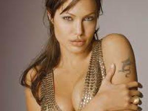 Angelina Jolie'den yeni bebek sinyali