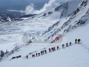 Erciyes'te kar kalınlığı 37 santimetreye ulaştı