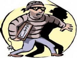 Aynı mahalledeki 2 eve hırsız girdi
