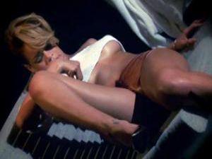 Çıplak Çekimin Kamera Arkası! Rihanna'nın o Pozları!