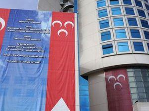 MHP Genel Merkezi binasına üzerinde 'Andımız' yazılı dev bir afiş