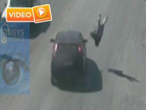 Saniye saniye feci kaza anı - Video