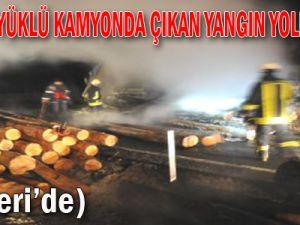 Kayseri'de Tomruk Yüklü Kamyonda Çıkan Yangın Yolu Kapattı