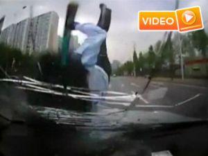 Korkunç kaza anı kamerada - Video