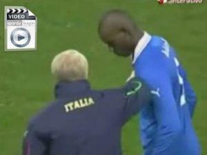 Yine Balotelli yine skandal! - VİDEO-