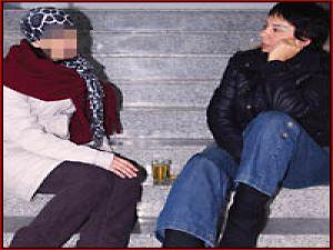 Böyle Sapıklık Olmaz Biricik Karısını Başka Erkeklerin Koynuna Attı