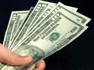 Dolar 1,7700 liradan haftaya başladı